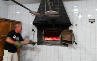 Pan el villar calentando el horno 01