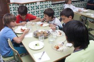 escolares-del-gomez-moreno-en-el-comedor