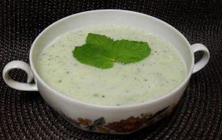 Crema de pepinos y yogurt