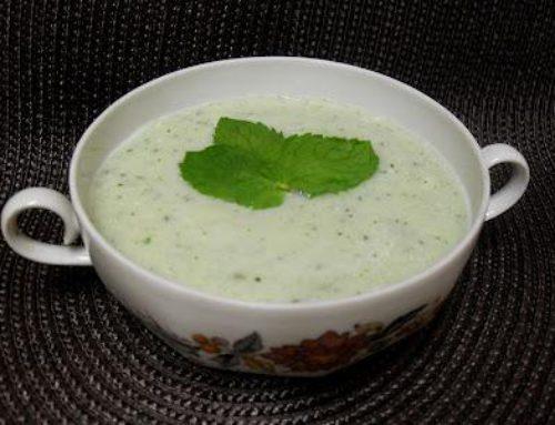 Crema fría de pepinos con yogurt de cabra